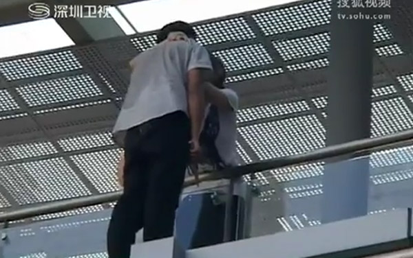 Girl Saves Suicidal Boy With a Kiss